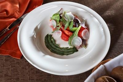 Бакинские томаты, крем из авокадо, ароматное растительное масло
