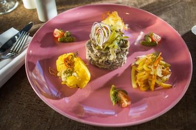 Бефстроганов из телятины, три вида картофеля, сыр с голубой плесенью