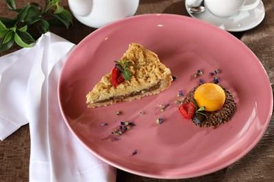 Грушевый пирог с сорбетом из манго